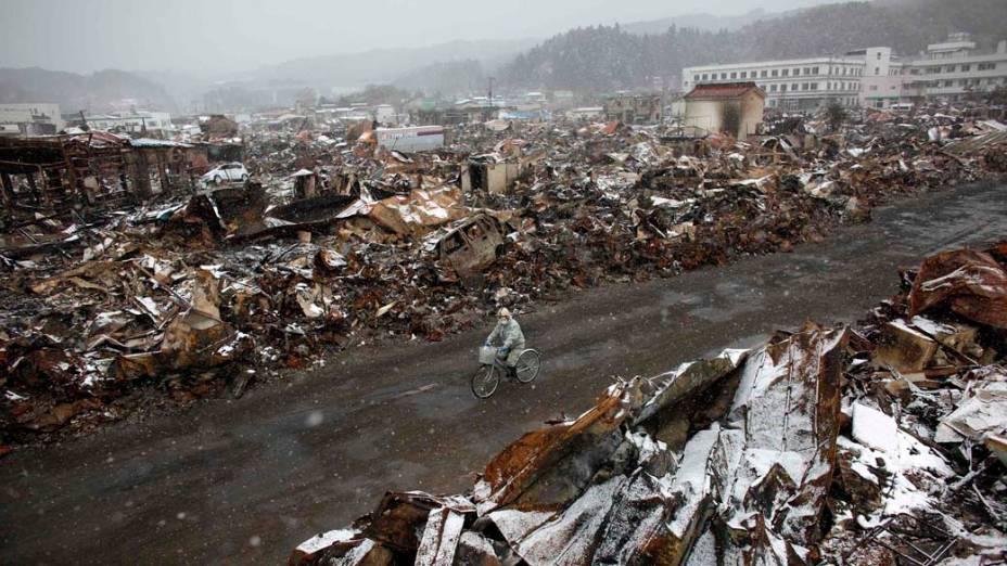 Destruição após tsunami em Yamada, Japão