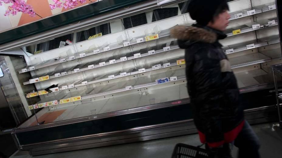 Prateleiras vazias em mercado de Ichinoseki, Japão