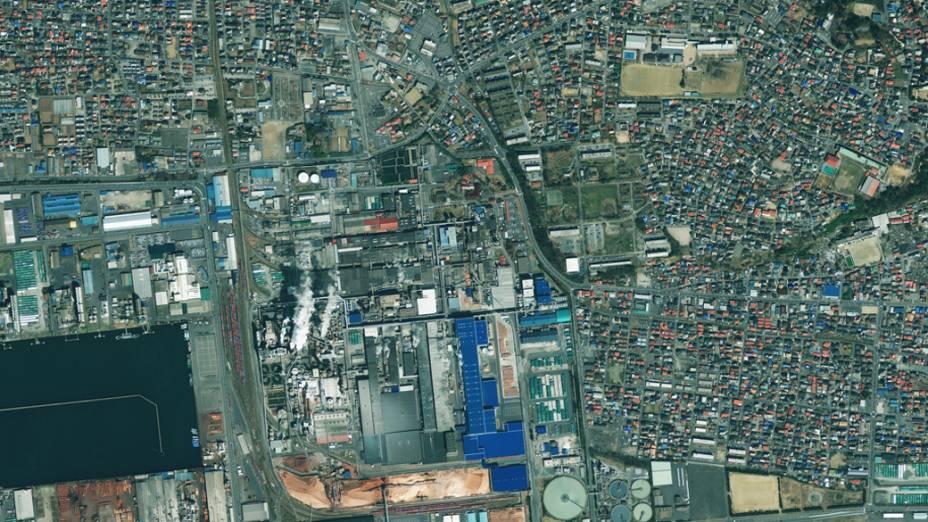 Imagem de satélite da cidade de Ishinomaki antes do terremoto e tsunami que atingiram o Japão...