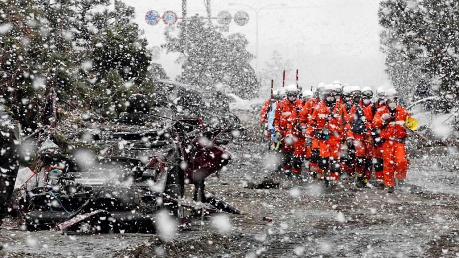 Equipe de resgate em Sendai, Japão
