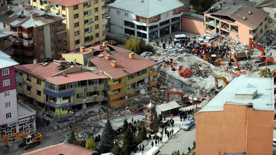 Vista aérea dos destroços provocados pelo terremoto em Van, na Turquia