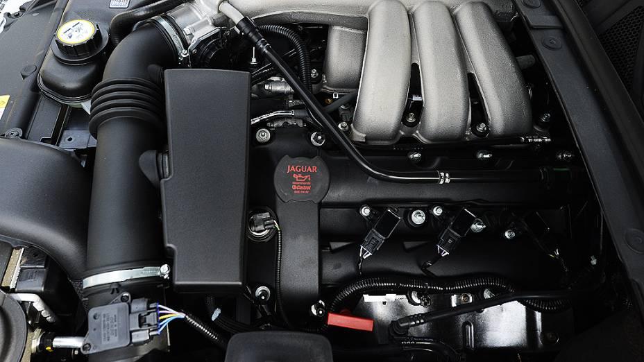 Motor 3.0 litros, V6, 240 cavalos e 24 válvulas