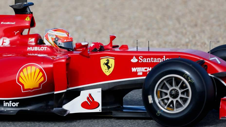 Kimi Raikkonen foi o mais rápido no primeiro dia de testes da temporada 2014