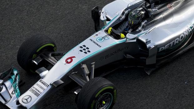 O alemão Nico Rosberg durante teste da Mercedes