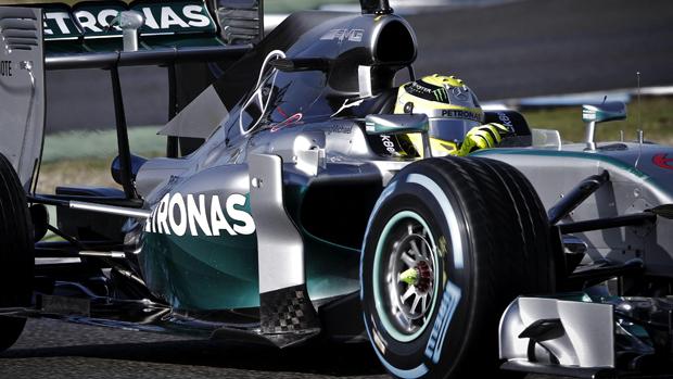 Lewis Hamilton durante teste da Mercedes