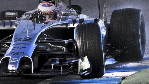 Jenson Button durante teste da McLaren, na Espanha