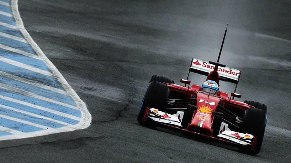 Fernando Alonso, da Ferrari, durante o último dia de testes da Fórmula 1, em Jerez de La Frontera, na Espanha