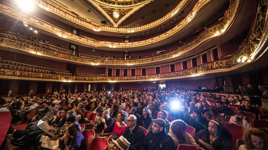 Apresentação Tetê e o Lírio Selvagem com Tetê Espindola, no Teatro Municipal