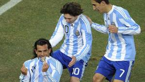 Tevez comemora gol da Argentina contra México