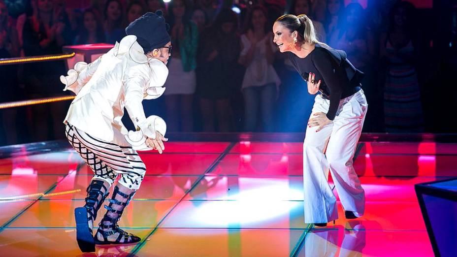The Voice Brasil: Claudia Leitte e Carlinhos Brown cantam nas batalhas