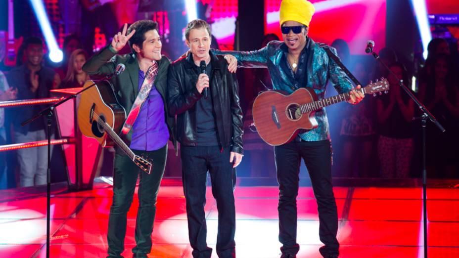 The Voice Brasil: Daniel e Brown cantam com Tiago Leifert nas batalhas