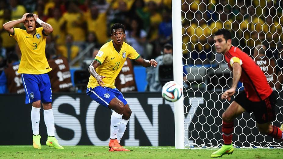 Thiago Silva lamenta gol perdido no jogo contra o México no Castelão, em Fortaleza