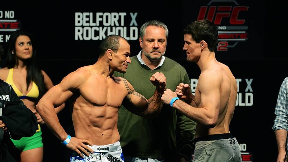 Gleison Tibau e John Chollish durante a pesagem do UFC Jaraguá do Sul em (SC)