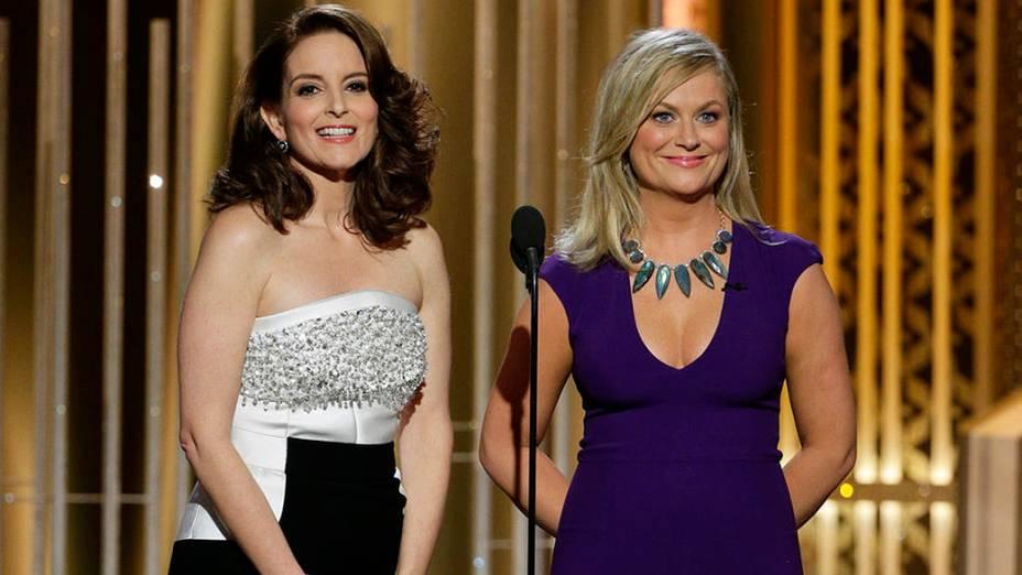 Tina Fey e Amy Poehler durante 72ª edição do Globo de Ouro, prêmio da associação de correspondentes de Hollywood que elege os melhores do cinema e da TV, em Los Angeles, nos EUA