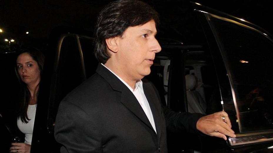O comediante Tom Cavalcante chega ao velório de Hebe Camargo em SP