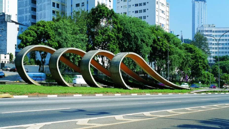 Tomie Ohtake, escultura de 1988, avenida 23 de maio, São Paulo