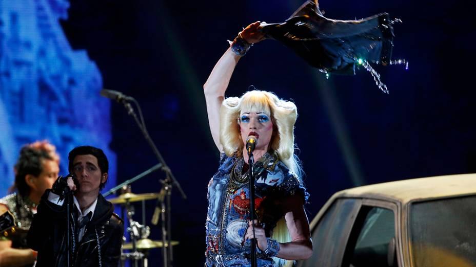 O ator Neil Patrick Harris como Hedwig, um cantor de rock transexual da Alemanha Oriental
