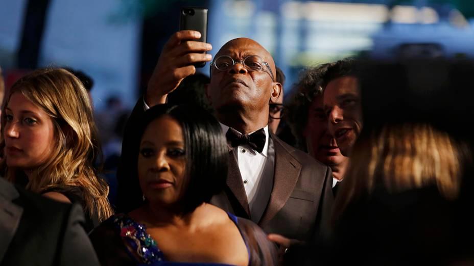 O ator Samuel L. Jackson tira fotos na 68ª edição do Tony Awards