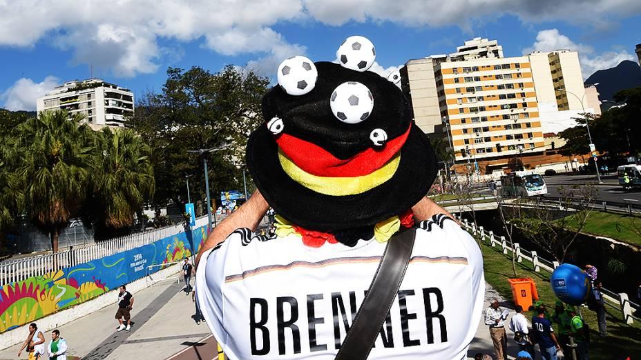 Torcedor da Alemanha chega no Maracanã para a final da Copa contra a Argentina, no Rio