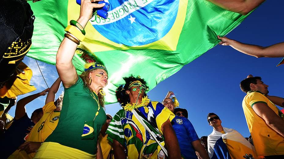 Torcedores antes da partida entre Brasil e Chile, em Belo Horizonte<br><br>