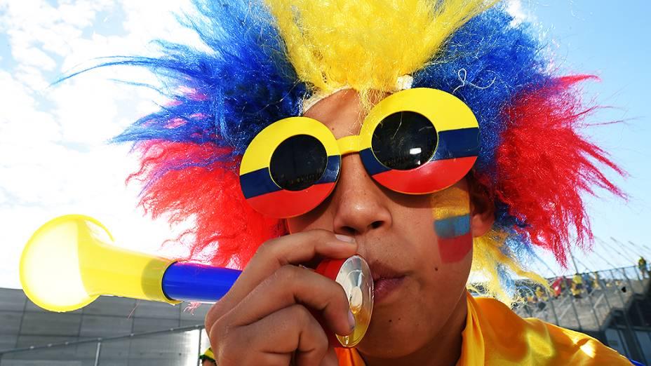 Torcedor da Colômbia chega para o jogo contra o Brasil no Castelão, em Fortaleza