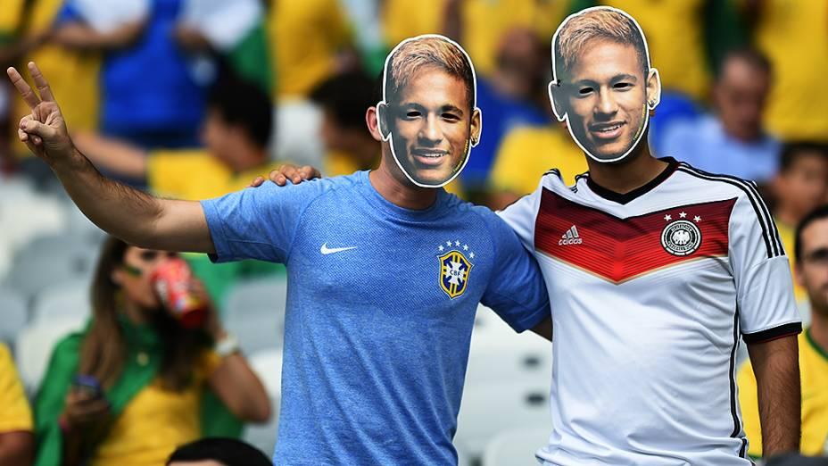 Torcedores usam máscara de Neymar no jogo entre Brasil e Alemanha no Mineirão, em Belo Horizonte