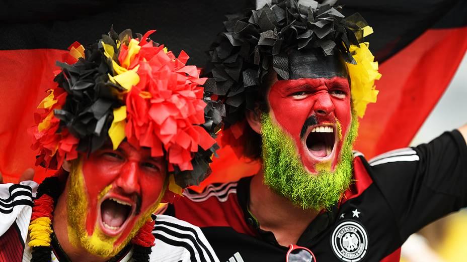 Torcedores da Alemanha aguardam o início do jogo contra o Brasil no Mineirão, em Belo Horizonte