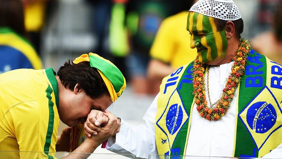 Torcedores aguardam o início do jogo entre Brasil e Alemanha no Mineirão, em Belo Horizonte