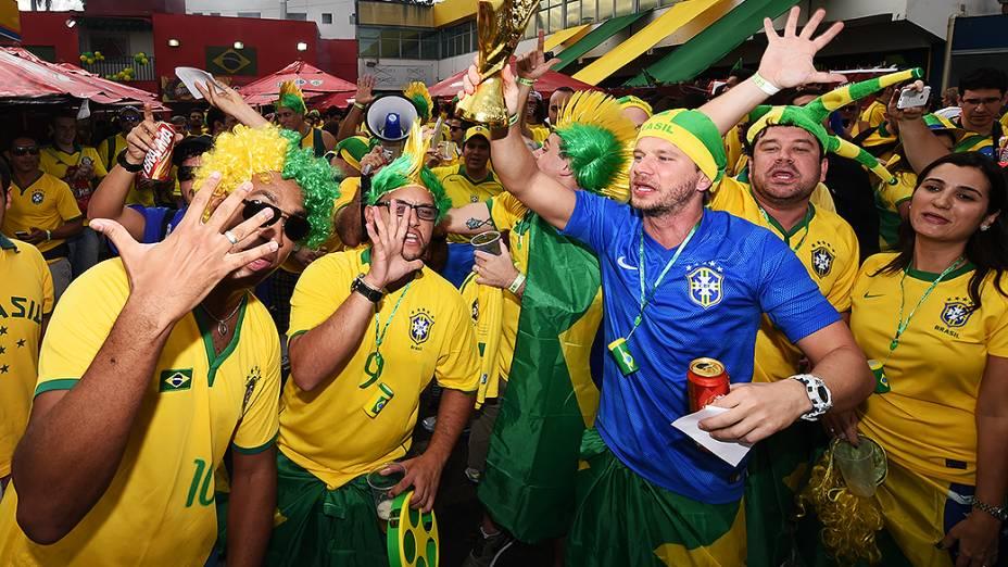 Torcida brasileira chega no Mineirão para o jogo contra a Alemanha, em Belo Horizonte