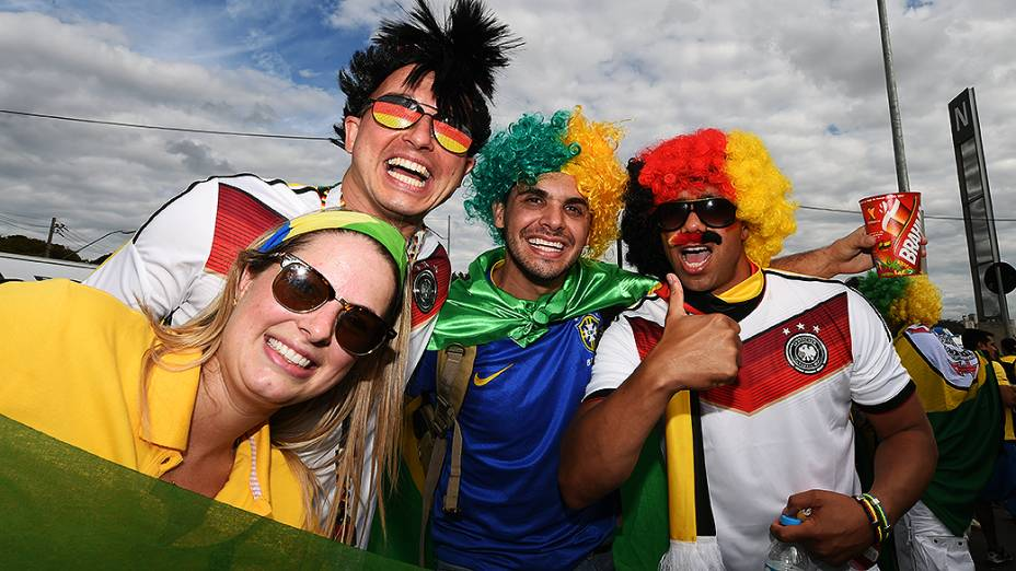 Torcedores de Brasil e Alemanha chegam no Mineirão , em Belo Horizonte