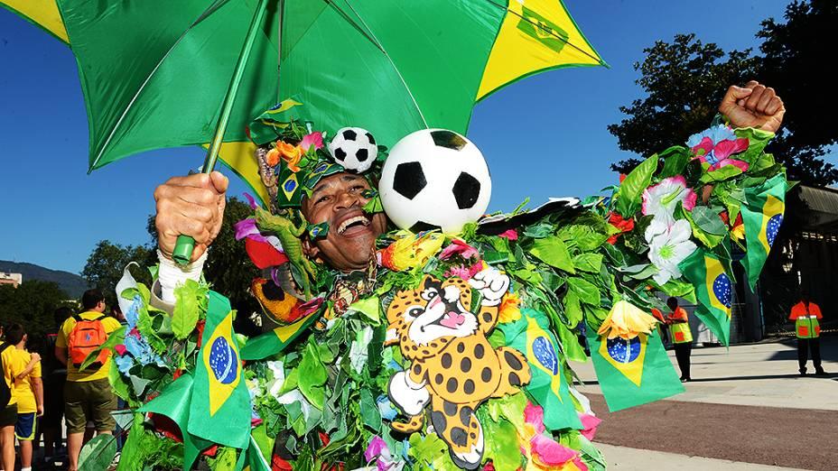 Público aguarda jogo entre Brasil e Inglaterra, no Rio de Janeiro