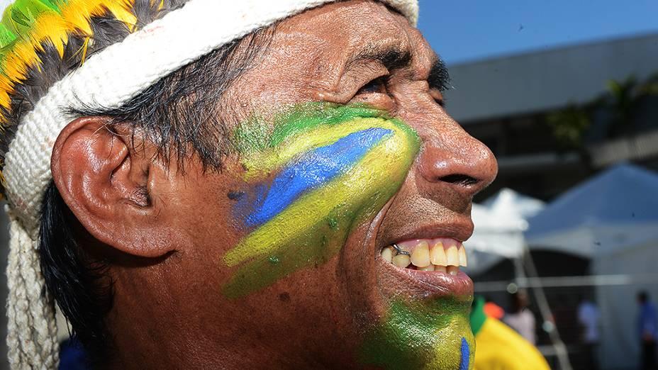 No Maracanã, público aguarda início da partida entre Brasil e Inglaterra
