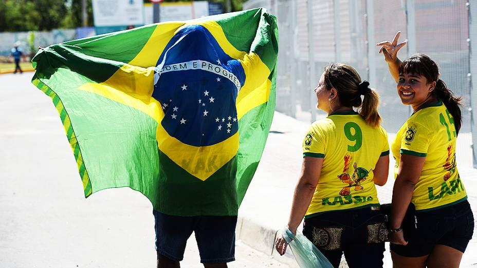 Torcida brasileira chega ao Castelão para partida entre Brasil e México, pela Copa das Confederações, nesta quarta-feira (19), em Fortaleza