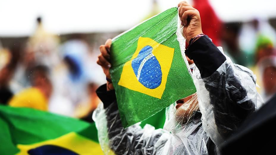 Mesmo com chuva, torcida brasileira comparece no amistoso entre Brasil e Sérvia