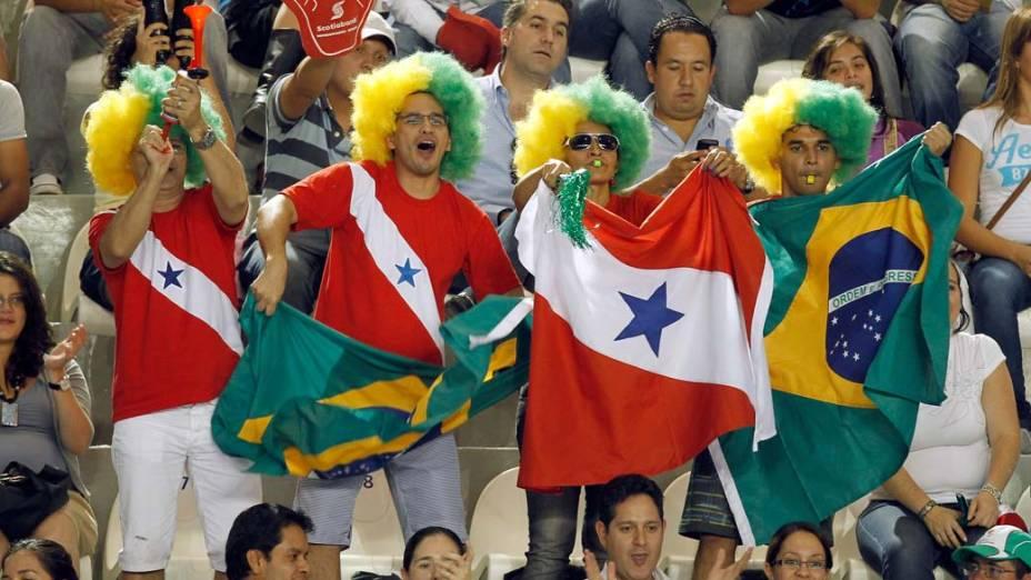 Torcedores brasileiros no terceiro dia dos jogos Pan-Americanos em Guadalajara, no México, em 17/10/2011