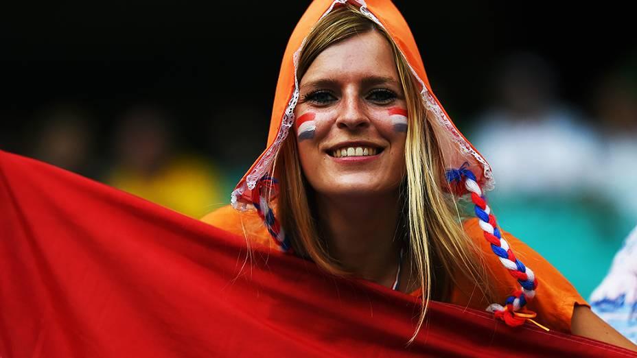 Torcedora holandesa chega para a partida contra a Costa Rica, na arena Fonte Nova, em Salvador