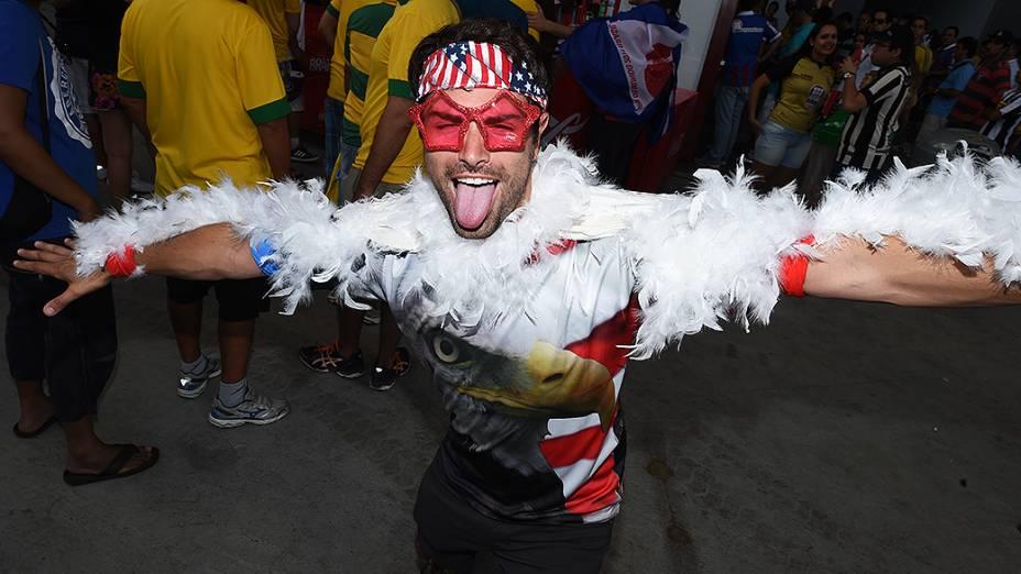 Torcedor dos Estados Unidos ante do jogo contra a Bélgica na Arena Fonte Nova, em Salvador
