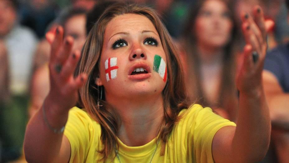 Torcedora durante partida válida pelas quartas-de-final da Eurocopa 2012