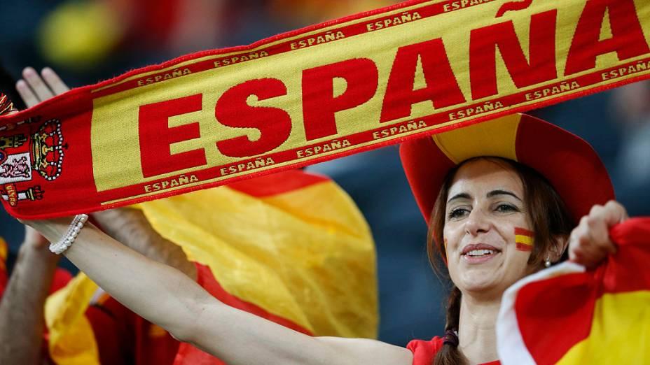 Torcedora espanhola durante partida válida pelas quartas-de-final da Eurocopa 2012