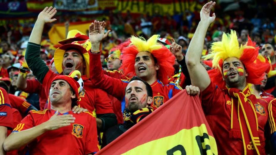 Torcedores da Espanha durante partida contra a República da Irlanda, em Gdansk, Polônia