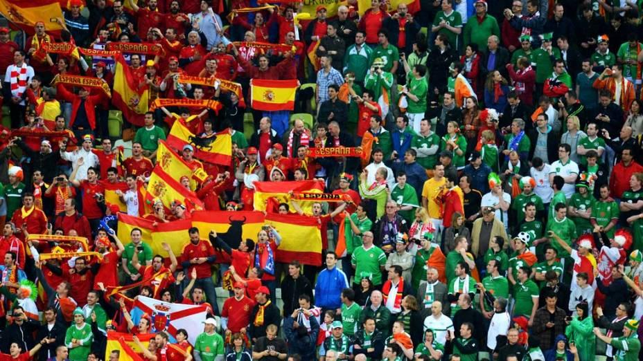 Torcedores durante partida entre Espanha e República da Irlanda, em Gdansk, Polônia