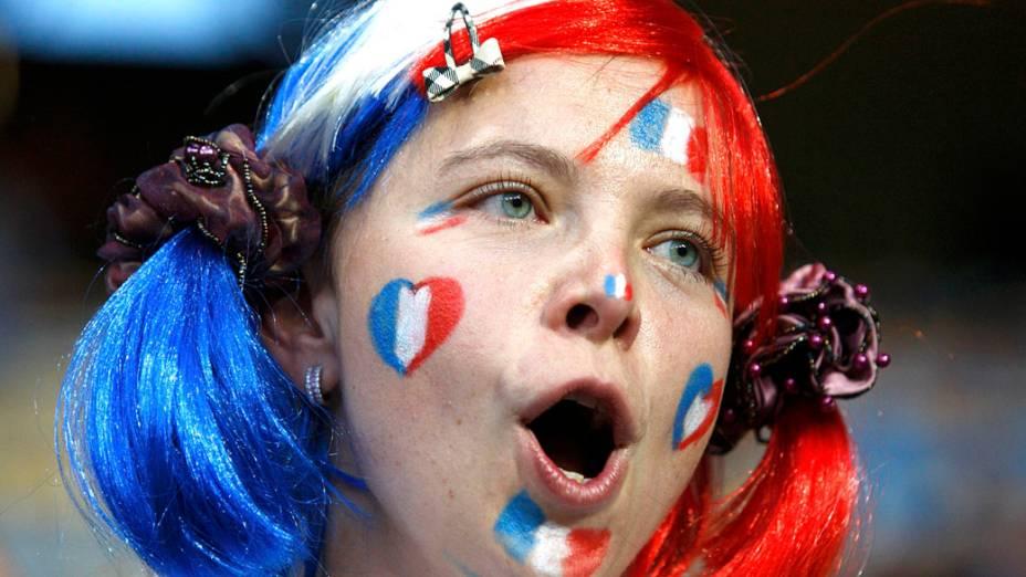 Torcedora francesa antes da partida contra a Suécia, válida pela 3ª rodada da Eurocopa 2012