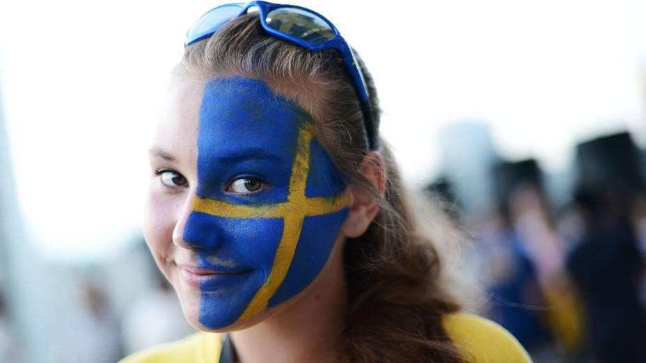 Torcedora sueca antes da partida contra a França, válida pela 3ª rodada da Eurocopa 2012