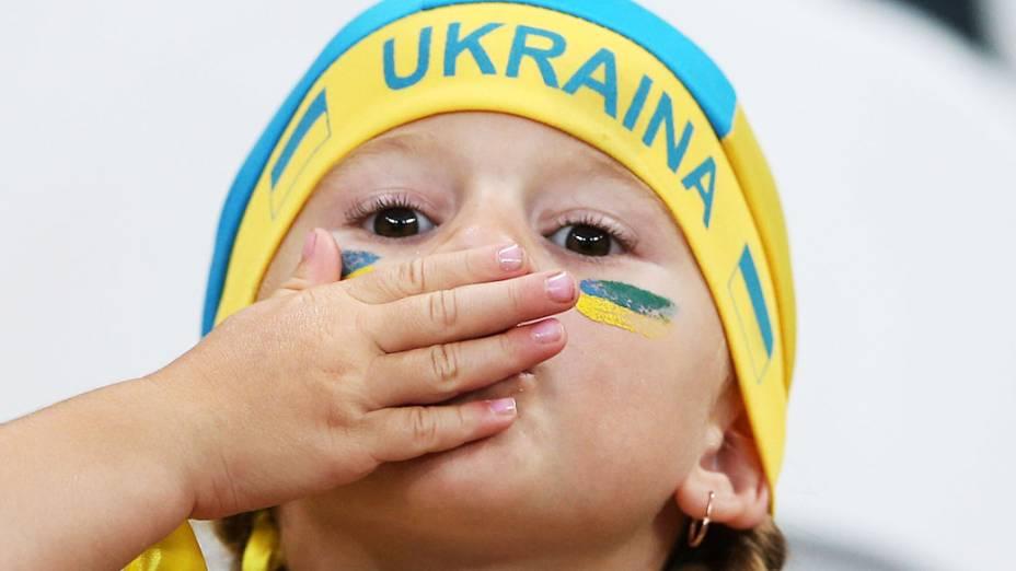 Torcedora ucraniana antes da partida contra a Inglaterra, válida pela 3ª rodada da Eurocopa 2012