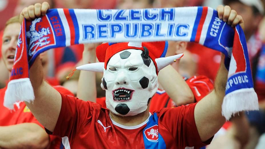 Torcedor checo antes de partida válida pelas quartas-de-final da Eurocopa 2012