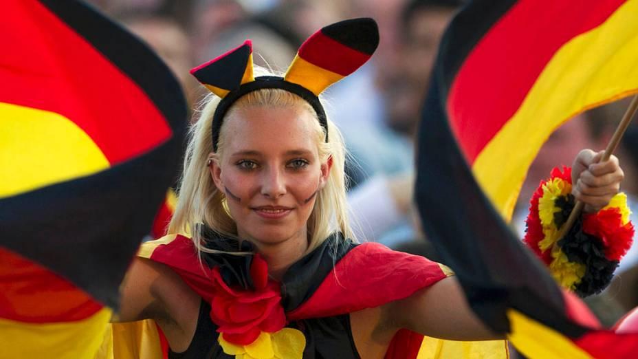 Torcedora alemã, durante partida contra Portugal válida pela Eurocopa