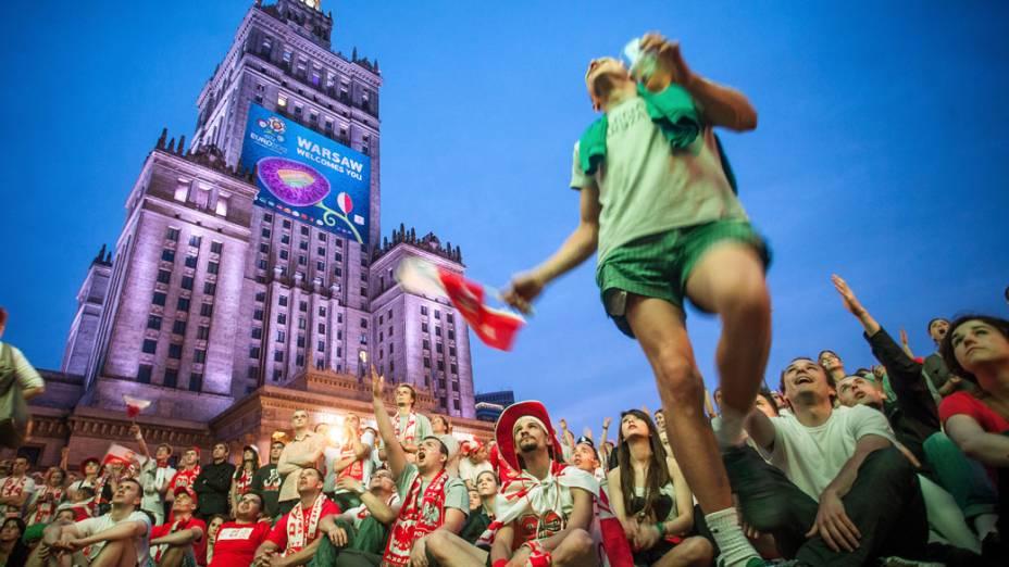 Torcedor polonês durante partida contra a Rússia em Varsóvia