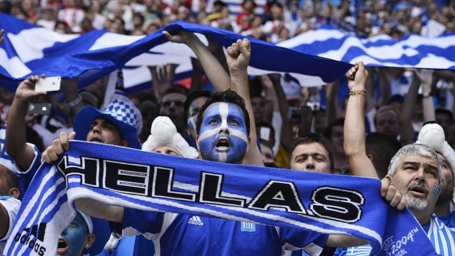 Torcedores gregos durante partida contra República Checa