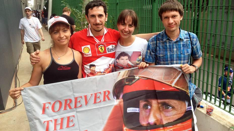 Torcedores russos do alemão Michael Schumacher, Yulia, Sergey, Svetlana e Slava: A Fórmula 1 não existe sem você