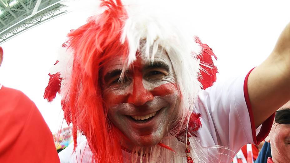 Torcedor inglês aguarda o início do jogo contra o Uruguai no Itaquerão, em São Paulo